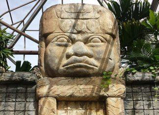 nevis-garden-statue