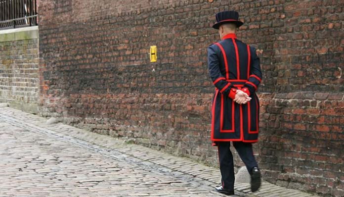 tower-london-yeoman-warder