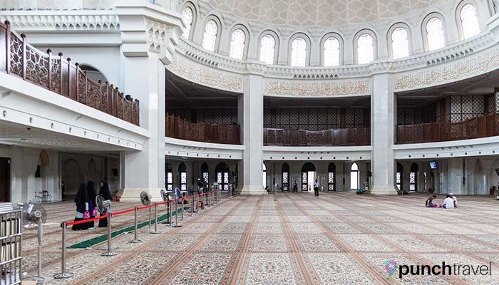 malaysia-federal-territory-mosque-prayer-hall1