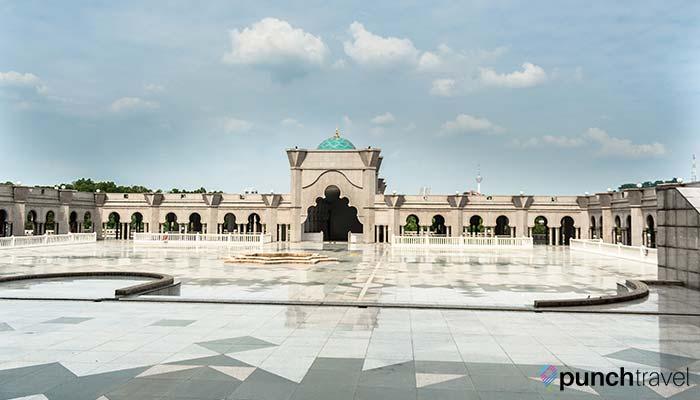 malaysia-federal-territory-mosque-plaza