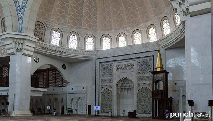 malaysia-federal-territory-mosque-prayer-hall2