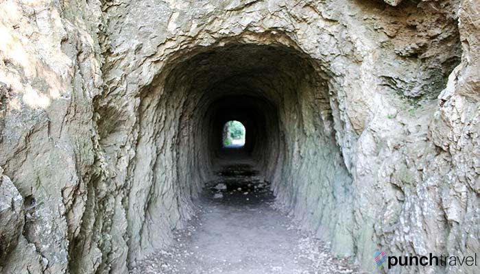 france-pont-du-gard-grotto